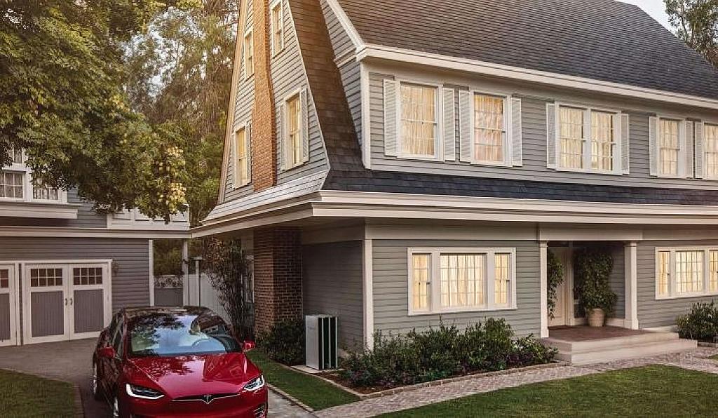 tesla solar roof le panneau solaire int gr votre toiture. Black Bedroom Furniture Sets. Home Design Ideas